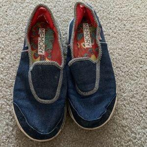 Skechers memory foam shoes SZ 7.5